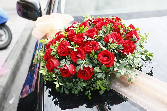 Why roses are most loved flowers?
